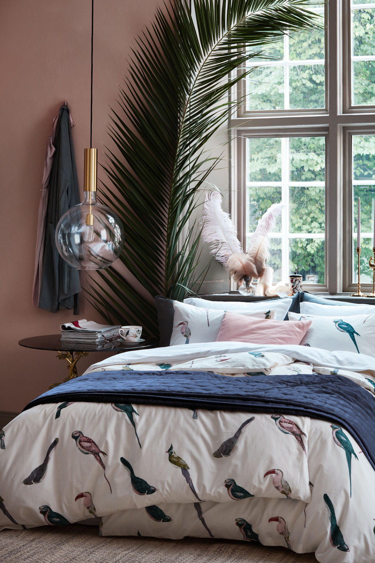 bedding, birds, navy, pink, palm tree, bedroom, duvet, pillows, #designninja