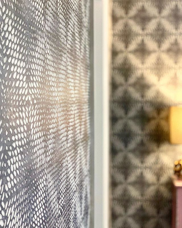PROJECT SHUT THE FRONT DOOR, ONE ROOM CHALLENGE, BETTER HOMES AND GARDENS, ORC FALL 2018, #DESIGNNINJA, #ONEROOMCHALLENGE, #BHGORC, #PROJECTSHUTTHEFRONTDOOR, WALLPAPER, GRAY WALLS