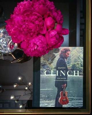 Danny Clinch, Eddie Vedder, coffee table vignet, Christine Kohut Interiors, Design Ninja